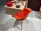 Vitra eames plastic armchair poppy rood 2
